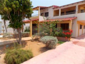 Casa En Venta En Punto Fijo, Santa Irene, Venezuela, VE RAH: 16-5620
