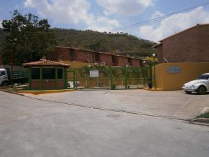 Townhouse En Venta En Municipio Naguanagua, Manantial, Venezuela, VE RAH: 16-5627