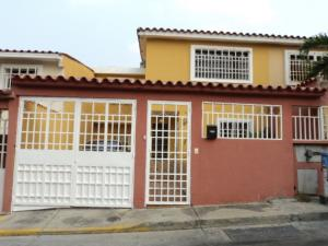 Casa En Venta En Guatire, Country Club Buena Ventura, Venezuela, VE RAH: 16-5661