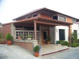Casa En Venta En Guatire, El Castillejo, Venezuela, VE RAH: 16-5751