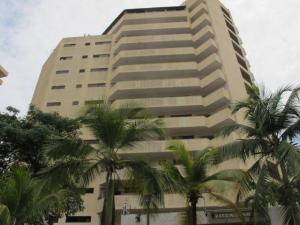 Apartamento En Venta En Catia La Mar, Playa Grande, Venezuela, VE RAH: 16-6198