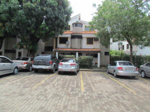 Apartamento En Venta En Municipio Naguanagua, El Rincon, Venezuela, VE RAH: 16-5954
