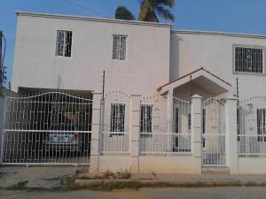 Casa En Venta En Cabimas, Casco Central, Venezuela, VE RAH: 16-5980