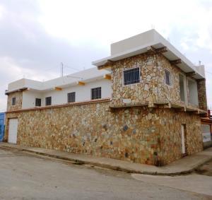 Casa En Venta En Cagua, Calle Sucre, Venezuela, VE RAH: 16-6045