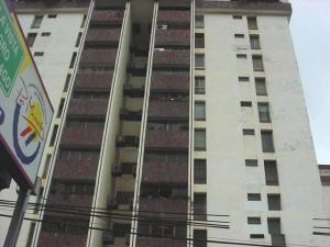 Apartamento En Alquiler En Maracaibo, Avenida Falcon, Venezuela, VE RAH: 16-6160