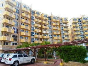 Apartamento En Venta En Margarita, El Morro, Venezuela, VE RAH: 16-6214