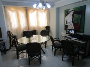 Apartamento En Venta En Maracaibo, El Milagro, Venezuela, VE RAH: 16-6247