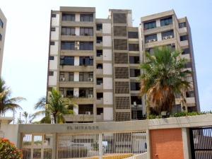 Apartamento En Venta En Catia La Mar, Playa Grande, Venezuela, VE RAH: 16-6257