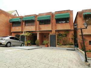 Townhouse En Venta En Caracas, Parque Oripoto, Venezuela, VE RAH: 16-6856