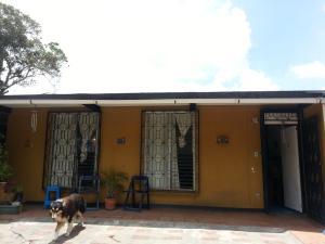 Casa En Venta En San Antonio De Los Altos, El Picacho, Venezuela, VE RAH: 16-7464
