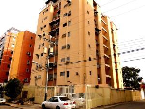 Apartamento En Venta En Maracay, El Bosque, Venezuela, VE RAH: 16-6440