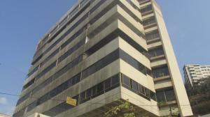 Apartamento En Venta En Catia La Mar, Playa Grande, Venezuela, VE RAH: 16-6476
