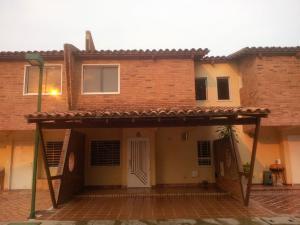 Townhouse En Venta En Municipio San Diego, Pueblo De San Diego, Venezuela, VE RAH: 16-6449