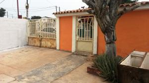 Casa En Venta En Maracaibo, Avenida Milagro Norte, Venezuela, VE RAH: 16-6489