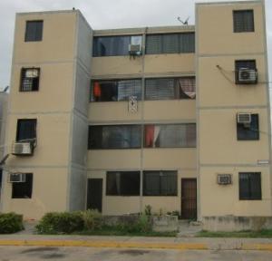 Apartamento En Venta En Municipio Los Guayos, Buenaventura, Venezuela, VE RAH: 16-6502