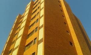 Apartamento En Venta En Maracaibo, Tierra Negra, Venezuela, VE RAH: 16-6570