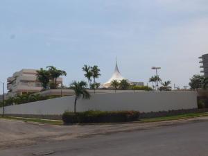 Apartamento En Venta En Higuerote, Puerto Encantado, Venezuela, VE RAH: 16-6614
