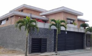 Casa En Venta En Caracas, Alto Hatillo, Venezuela, VE RAH: 16-6748