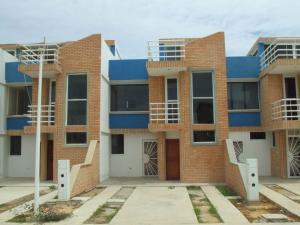 Townhouse En Venta En Tucacas, Tucacas, Venezuela, VE RAH: 16-6686