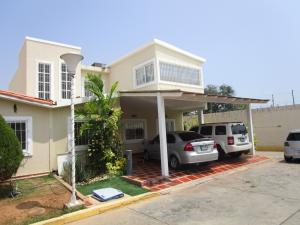 Townhouse En Venta En Maracaibo, Monte Bello, Venezuela, VE RAH: 16-6822