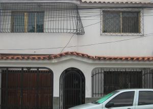 Casa En Venta En Caracas, San Martin, Venezuela, VE RAH: 16-6848