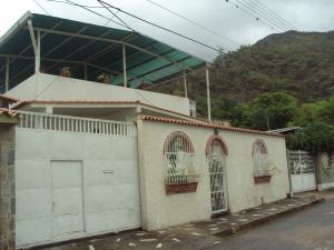Casa En Venta En Maracay, El Limon, Venezuela, VE RAH: 16-6874