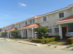 Townhouse En Venta En Cabimas, Carretera H, Venezuela, VE RAH: 16-6962