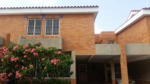 Townhouse En Venta En Maracaibo, Circunvalacion Dos, Venezuela, VE RAH: 16-6955