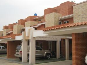 Townhouse En Venta En Valencia, Valles De Camoruco, Venezuela, VE RAH: 16-7017