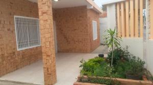 Casa En Venta En Maracaibo, Avenida Goajira, Venezuela, VE RAH: 16-7020