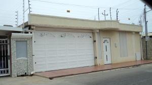 Casa En Venta En Cabimas, Los Laureles, Venezuela, VE RAH: 16-7069
