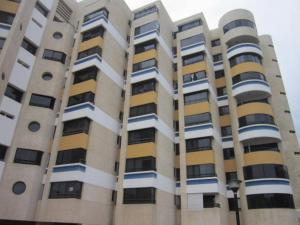 Apartamento En Venta En Catia La Mar, Playa Grande, Venezuela, VE RAH: 16-7079