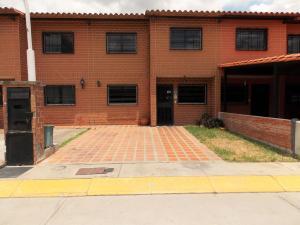 Townhouse En Venta En Guatire, Villa Del Este, Venezuela, VE RAH: 16-7082