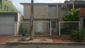 Townhouse En Venta En Maracaibo, Circunvalacion Dos, Venezuela, VE RAH: 16-7115