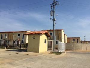 Townhouse En Venta En Ciudad Ojeda, Intercomunal, Venezuela, VE RAH: 16-7141