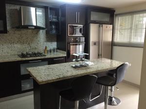 Apartamento En Venta En Maracaibo, Zapara, Venezuela, VE RAH: 16-7196