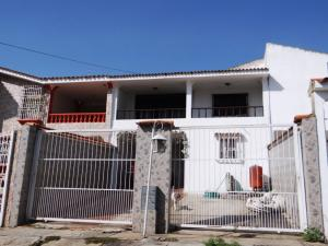 Casa En Venta En Municipio San Diego, La Esmeralda, Venezuela, VE RAH: 16-7199
