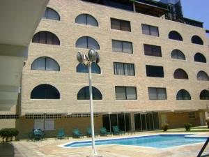Apartamento En Venta En Tucacas, Tucacas, Venezuela, VE RAH: 16-7327