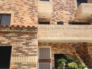 Apartamento En Venta En Valencia, El Bosque, Venezuela, VE RAH: 16-7553