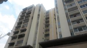 Apartamento En Venta En Caracas, Campo Alegre, Venezuela, VE RAH: 16-7290
