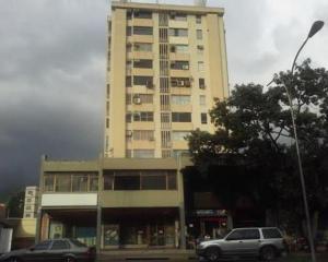 Consultorio Medico  En Venta En Valencia, Avenida Bolivar Norte, Venezuela, VE RAH: 16-7325
