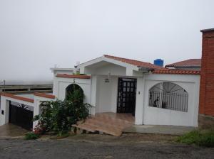 Casa En Venta En San Antonio De Los Altos, Club De Campo, Venezuela, VE RAH: 16-7396