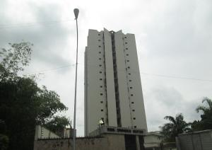 Apartamento En Venta En Valencia, Valles De Camoruco, Venezuela, VE RAH: 16-7473