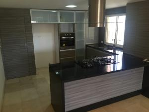 Apartamento En Venta En Maracaibo, Tierra Negra, Venezuela, VE RAH: 16-7460