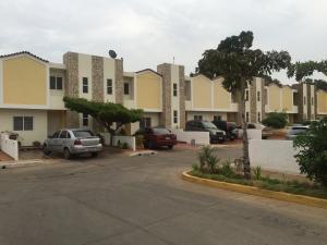Townhouse En Venta En Maracaibo, Circunvalacion Dos, Venezuela, VE RAH: 16-7491