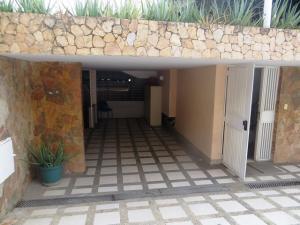 Casa En Venta En Caracas, Las Mercedes, Venezuela, VE RAH: 16-7496