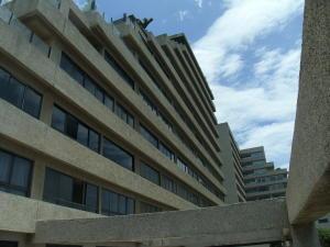 Apartamento En Venta En Catia La Mar, Playa Grande, Venezuela, VE RAH: 16-7514