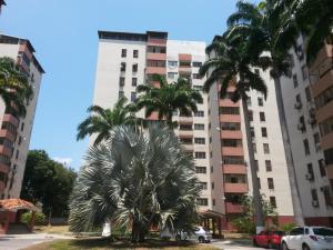 Apartamento En Venta En Municipio Naguanagua, Tazajal, Venezuela, VE RAH: 16-7521