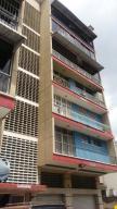 Apartamento En Venta En Caracas, El Recreo, Venezuela, VE RAH: 16-7586