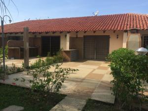 Casa En Venta En Higuerote, Villas De Monte Lindo, Venezuela, VE RAH: 16-7589